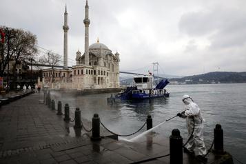Turquie: Erdogan sous pression face à l'accélération de l'épidémie de COVID-19
