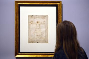 Derniers préparatifs pour l'exposition Léonard de Vinci au Louvre