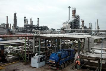 Le pétrole chute encore de 5%, peur sur la demande)