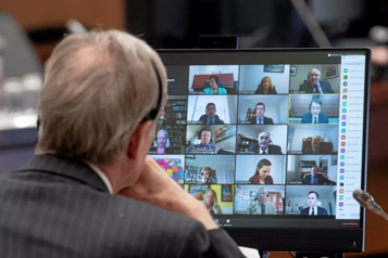 Débats virtuels au Parlement Le français «en prend pour son rhume»)