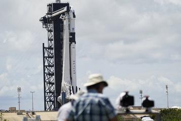SpaceX va retenter de lancer son premier vol habité samedi)