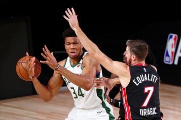 NBA: Antetokounmpo, joueur le plus utile en puissance et en défense )