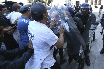 Algérie La marche prodémocratie du mouvement Hirak empêchée par la police)