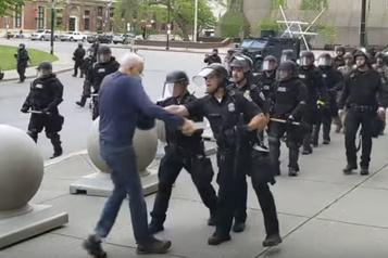 La grogne persiste aux États-Unis sur la répression des manifestants)