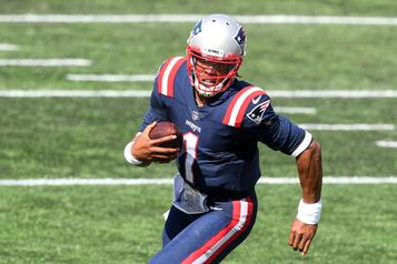 Cam Newton se signale dans un gain des Patriots)