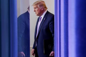 Donald Trump colporte une fausse conspiration sur Kamala Harris)