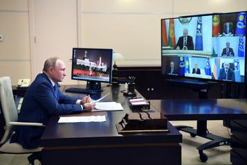 COVID-19 en Russie Poutine demande le début des vaccinations la semaine prochaine)