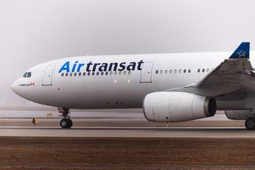 François Legault s'inquiète pour l'avenir d'Air Transat)