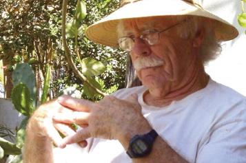 L'artiste Henry Wanton Jones meurt à 95ans)