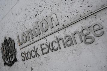 Les Bourses mondiales hésitent, les taux d'intérêt pèsent)