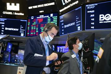 Bourses nord-américaines Les indices sombrent dans le rouge, le NASDAQ plonge de 3,5%)