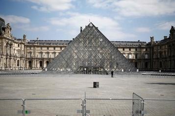 Le Louvre prépare sa réouverture)