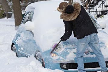 Première neige: sorties de route, écoles fermées