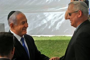 Surprise en Israël: Nétanyahou tend la main à Gantz