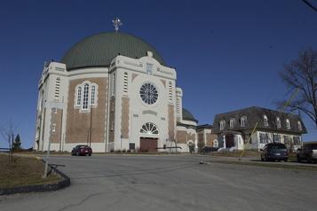 Cure de rajeunissement pour la cathédrale Sainte-Thérèse-d'Avila)