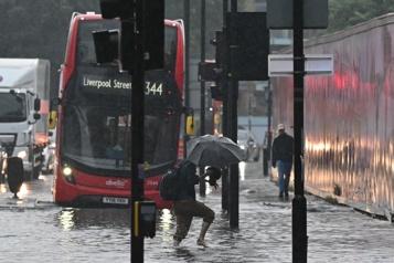 Angleterre Des orages intenses causent des inondations à Londres)