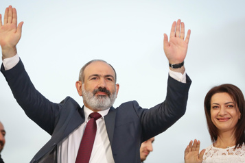 Législatives en Arménie Nikol Pachinian célèbre sa victoire avec ses partisans)