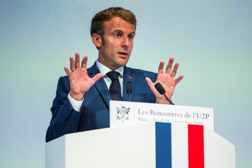 COVID-19 Macron réfléchit à moins de restrictions face à l'accalmie)