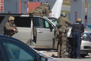 Fusillade en Nouvelle-Écosse Le tueur avait montré ses armes et disait que c'était pour un film)
