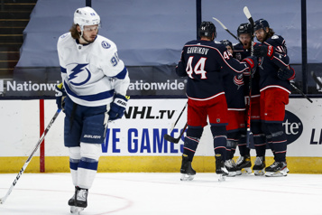 Tampa Bay s'incline 5-2 face aux Blue Jackets)
