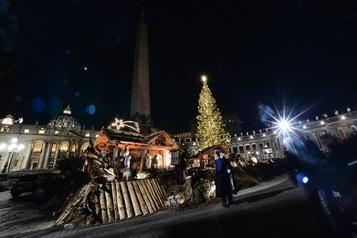 La crèche et le sapin inaugurés sur la Place Saint-Pierre