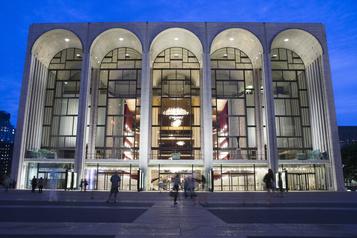 Le Metropolitan Opera de New York ne reprendra que fin décembre)