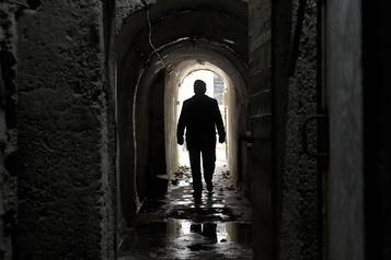 Les tunnels secrets de la paranoïa attirent les touristes)