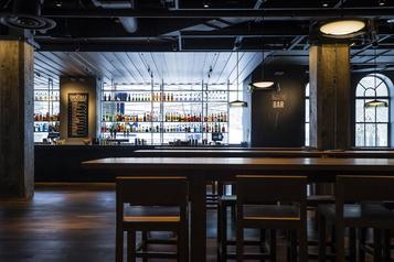 Bars fermés et restaurants appelés à réduire leur capacité