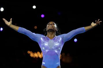 Gymnastique: Simone Biles améliore son record de médailles