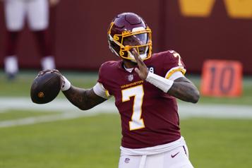 NFL Le quart Dwayne Haskins signe un contrat avec les Steelers)
