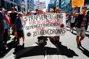 Les anti-COVID font entendre leur voix à  Berlin)