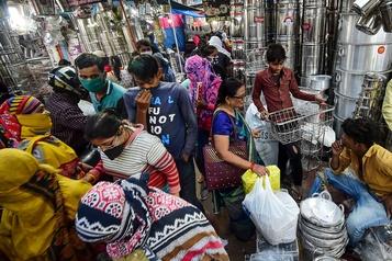 COVID-19 L'Inde saisie de fièvre acheteuse avant la fête de Diwali)