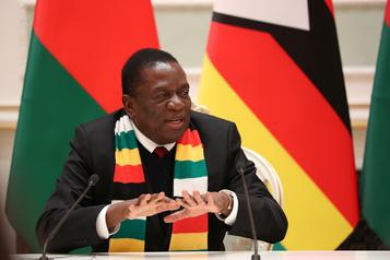 Le président zimbabwéen promet de «débusquer» ses opposants)