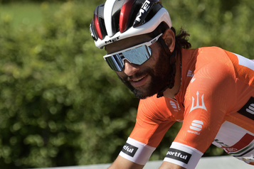 Un rare cas de réinfection Un autre cycliste contracte la COVID-19 au Giro d'Italia)