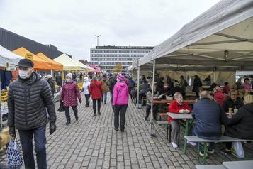 COVID-19 Helsinki ferme ses lycées et interdit les évènements publics)