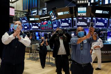 Wall Street continue à miser sur le redémarrage de l'économie)