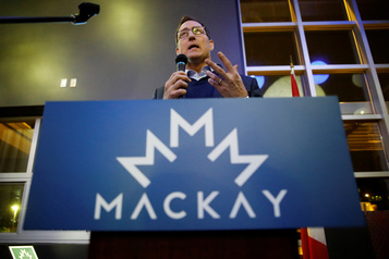 Maîtrise du français: des députés québécois à la défense de Peter MacKay