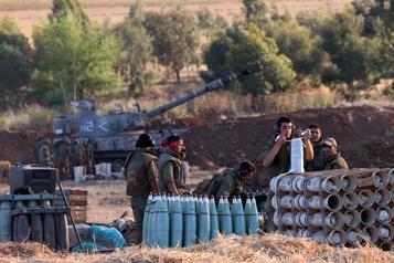 Des soldats israéliens pénètrent dans la bande de Gaza )