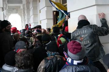Un officier des Marines arrêté pour avoir participé à l'assaut du Capitole)