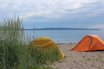 Gaspé précise l'interdiction de camping sur ses plages)
