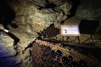 Gouffre de Padirac Des bouteilles de vin quittent leur cave à 100m sous terre)