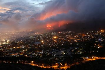 Afrique du Sud L'incendie au Cap menace le centre-ville)