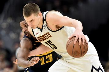NBA: trois joueurs des Pélicans, deux membres des Nuggets ont la COVID-19)
