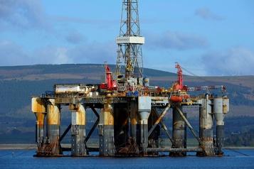 Les cours du pétrole reculent face à une offre attendue en hausse)