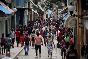 COVID-19  «Hausse dramatique» des contaminations à Cuba )