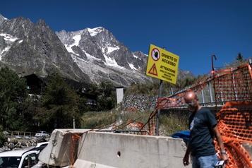 Un glacier du Mont Blanc sur le point de s'effondrer en Italie)