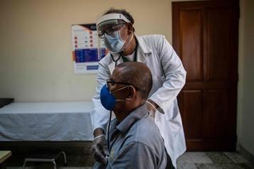 COVID-19: des médecins du Nicaragua dénoncent le «culte du secret»)