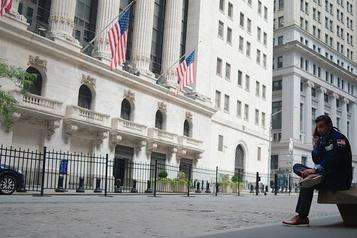 Wall Street freinée dans son élan par le repli des grands de la technologie)