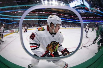 Les Blackhawks de Chicago ne changeront pas de nom)