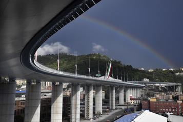Gênesinaugure son nouveau pont deux ans après l'effondrement meurtrier )
